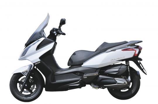 Allo specchio - Kymco Downtown 300 ABS vs SYM Maxsym 400