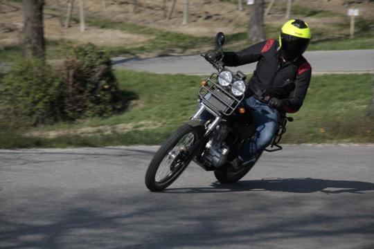 Su asfalto è agile e stabile, a patto di non cercare la velocità massima,